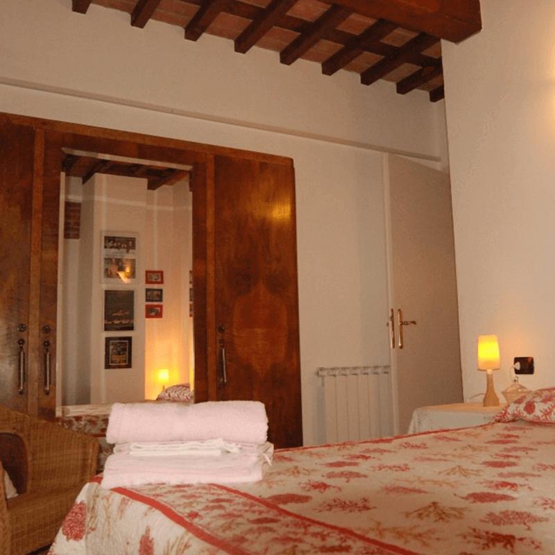Affitto appartamento lucca camera rossa