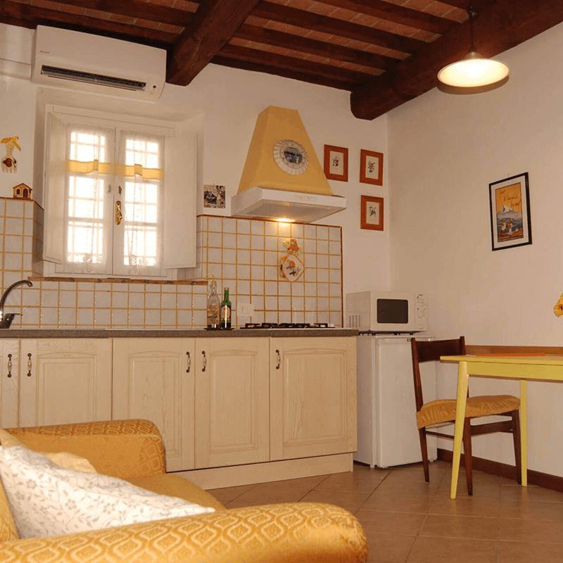 affitti brevi appartamento giallo cucina